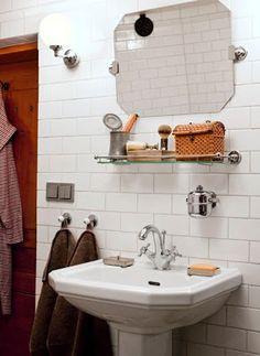 a simple life afloat: bathroom