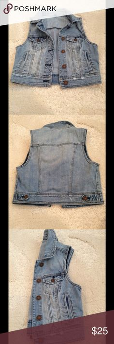 American Eagle Denim Vest American Eagle. Vest. Denim. Light Blue. No Sleeves. Never Worn, Without Tags. Size Small. Make Me An Offer. American Eagle Outfitters Jackets & Coats Vests
