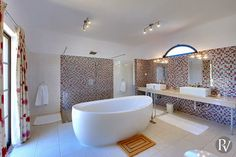 Chardor - Freestanding Bath with a private view
