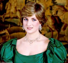 Diana selected thisantique diamond necklace and matching girandole earrings for engagement portraits taken by Lord Snowdon. Jewellers Collingwood wanted to present it to her as a wedding present but Buckingham Palace officials said the valuable gift was inappropriate
