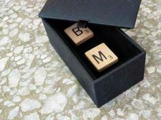 Cufflinks are a great gift for the lads of the bridal party.Tutorial to make these cufflinks made from scrabble tiles bearing each dude's initials. Diy Projects For Men, Diy Craft Projects, Craft Tutorials, Crafts To Make And Sell, Easy Diy Crafts, Diy Leather Bracelet, Do It Yourself Fashion, Pinterest Diy, Diy Tutorial
