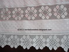 Bordados e afins: Toalha de rosto com crivo de Toledo Filet Crochet, Crochet Borders, Crochet Stitches, Crochet Curtains, Crochet Doilies, Linens And Lace, Diy And Crafts, Alice, Tricot
