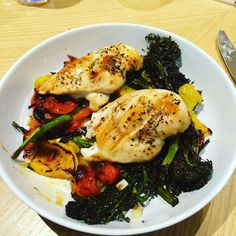 Winner winner chicken dinner. Roast chicken breasts topped with sweet chilli sauce roast broccoli peppers and tomatoes #90daysssplan #thebodycoach #leanin15 #dinner #saturday #weekend #restday #lowcarb #chicken #roast #sweetchillisauce #broccoli #tenderstem #peppers #tomatoes #cleanandlean #cleanandleanwarrior #lucybeecoconut #lucybeecoconutoil #healthiswealth #fitfam #fitforlife #fitlondoners #cycletwo #c2d20 by thetravellingrep