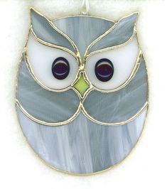 Stained Glass Owl Suncatcher by mabel for Susan. Stained Glass Ornaments, Stained Glass Birds, Stained Glass Suncatchers, Stained Glass Designs, Stained Glass Panels, Stained Glass Projects, Stained Glass Patterns, Fused Glass, Clear Ornaments