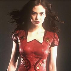 Fans have revealed what gives off an impression of being the first look at Conor Leslie, who plays Donna Troy on Titans, in her costume as Wonder Girl. Teen Boy Costumes, Costumes For Teens, Dc Comics, Dc Universe, Robin Suit, Titans Tv Series, Conor Leslie, Hair Test, Comic Movies