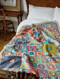 The Vintage Sweethearts CAL is the new annual crochet along featured in Crochet Now magazine. Following on from the hugely successful 2016 CAL, this year, Crochet Now are working with Crochet designer and blogger Sandra 'Cherry Heart' Paul - for a beautiful, multi-size block blanket using Scheepjes yarn. Issued in Crochet Now over 13 installments, the finished blanket sample is made in Scheepjes Merino Soft, however, Sandra has also created a matching colourway in Scheepjes Colour Crafter…