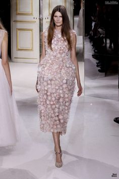 #kamzakrasou #sexi #love #jeans #clothes #dress #shoes #fashion #style #outfit #heels #bags #blouses #dress #dresses #dressup #trendy #tip #new #kiss Giambattista Valli - z módnej prehliadky HAUTE COUTURE I.