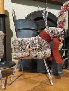 primitivehandmade … – Rug making Wool Applique Patterns, Punch Needle Patterns, Print Patterns, Rug Hooking Designs, Rug Hooking Patterns, Hook Punch, Latch Hook Rug Kits, Handmade Christmas Decorations, Diy Couture