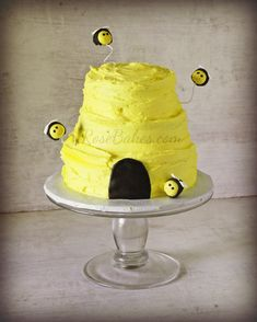 How to Make an Easy Beehive Cake Tutorial. This buttercream covered cake can be put together in minutes and it's super cute!