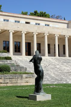 Off the beaten track in #Split, #Croatia: Galerija Mestrovic, a small but beautiful museum dedicated to the work of contemporary Croatian sculptor Ivan Mestrovic. | More #travel tips at Currystrumpet