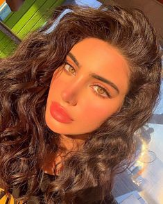 hazel hazel eyes golden hour makeup lookYou can find Hazel eyes and more on our website.hazel hazel eyes golden hour makeup look Beauty Make-up, Beauty Hacks, Hair Beauty, Beauty Tips, Fashion Beauty, Hazel Eye Makeup, Makeup For Green Eyes, Pretty Eyes, Beautiful Eyes