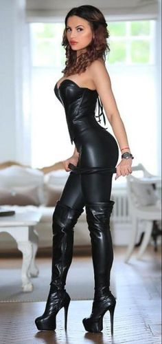 A collection of images of Mistresses, Dommes and just generally Dominant Women. Leather Fashion, Fashion Boots, Leather And Lace, Leather Boots, Sexy Stiefel, Looks Pinterest, Leder Outfits, Sexy Latex, Sexy Boots