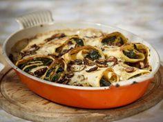 Crêpe mit Spinat und Pilzen gefüllt ist ein Rezept mit frischen Zutaten aus der Kategorie Crêpe. Probieren Sie dieses und weitere Rezepte von EAT SMARTER!