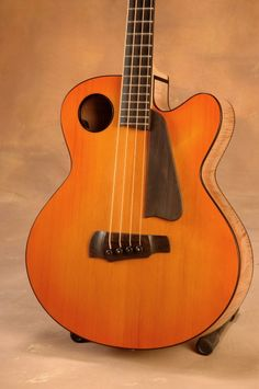 Ribbecke Halfling acoustic bass