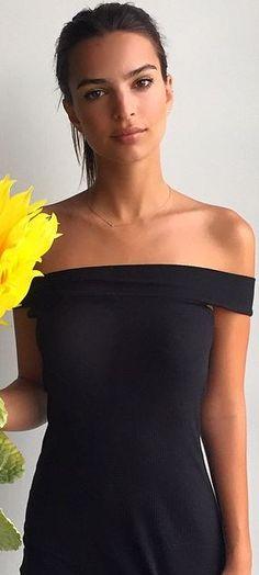 Who made Emily Ratajkowski's black off the shoulder dress?