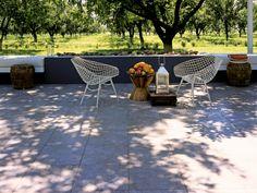 Descanso y relax bajo la sombra de tu #jardín con #Exteriores #Interceramic. Producto: Línea Laos.