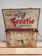 VINTAGE FROSTIE ROOT BEER COLA SODA POP LIGHTED CLOCK SIGN * RARE