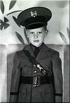 Little Larry Hagman, Fort Worth's favorite son. Grew up to be the infamous J. on the show 'Dallas' Celebrities Then And Now, Young Celebrities, Young Actors, Tv Actors, Actors & Actresses, Celebs, Larry Hagman, I Dream Of Jeannie, Childhood Photos
