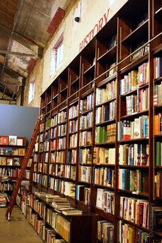 """""""Siempre imaginé que el Paraíso sería algún tipo de biblioteca""""    Jorge Luis Borges"""