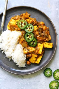 A uniquely flavored Persian tamarind, paneer, and chickpea stew that is tangy and deeply savory. Tamarind Paste Recipes, Food Dishes, Main Dishes, Paneer Cheese, Chickpea Stew, Indian Food Recipes, Ethnic Recipes, Sweet Tarts, Stuffed Jalapeno Peppers