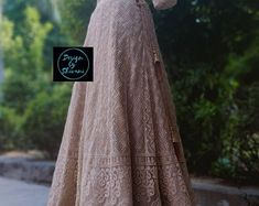 Anarkali Gown, Indian Bridal Outfits, Bridal Lehenga, Indian Wear, Eid 2018, Blouses, Gowns, Indian Clothes, Dancers