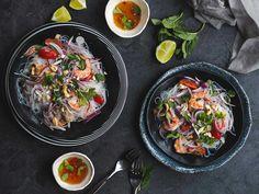 """Když jsme žili v Thajsku, tak toto byl můj nejoblíbenější salát. Zvládala jsem úplně normálně ostrost """"thai spicy"""" u všech jídel. Ostré pro..."""