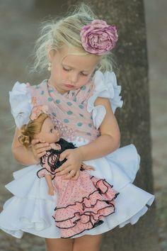 Flamenco Party, Flamenco Costume, People Poses, Dress Attire, Cute Faces, Pretty Dresses, Cute Kids, Little Girls, Girl Fashion
