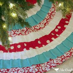 No Sew Ruffled Tree Skirt {No Sew Christmas Craft}  I need a new one. Maybe Red Gold n White blue isn't christmasie?