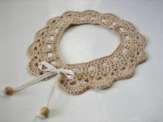 Comme la tendance est au col Claudine amovible , cette version vintage en coton beige crochetée à la main habillera un simple pull comme une jolie rob