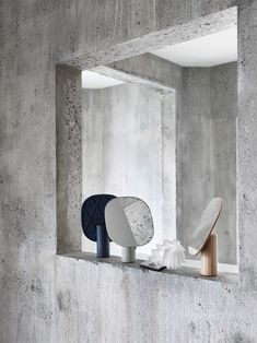 Scandinavian interior inspiration from Muuto: Mimic Mirror brings new perspectives to the traditional table mirror by having a sculptural expression, making it both an object of decoration and use. Wall Mirrors With Storage, Wall Mirrors Entryway, Black Wall Mirror, Rustic Wall Mirrors, Living Room Mirrors, Round Wall Mirror, Table Mirror, Mirror Bedroom, Mirror Ideas