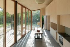 Wooden panels can divide the interior into separate rooms. Timber Cabin, Timber Structure, Minimal Home, Architect Design, Prefab, Large Windows, Concrete Floors, Traditional House, Detached House