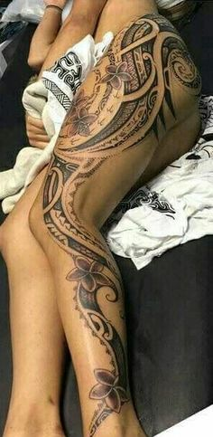 Tattoos for women, beautiful tattoos from small and delicate pieces to great works of art. ⭐ ⭐ VISIT THE WEBSITE TO SEE Sweet Tattoos, Hot Tattoos, Body Art Tattoos, Tatoos, Wrist Tattoos, Tattoo Girls, Tatouage Plumeria, Hawaii Tattoos, Tattoo Foto