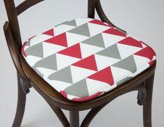Almofada para Cadeira Triângulos Vermelho | A Loja do Gato Preto | #alojadogatopreto | #shoponline