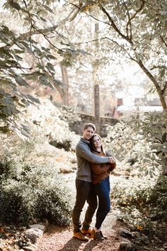 Cozy Fall Engagement Photos in Tennessee | Knoxville Engagement Photographer Erin Morrison Photography www.erinmorrisonphotography.com #knoxvillephotographer #knoxvilleweddingphotographer #knoxvilleengagemenphotographer #engagementphotos #engagementphotography #whattowearforengagementphotos #fallengagement #fallengagementphotos Fall Engagement, Engagement Session, Engagement Photos, Tennessee Knoxville, Golden Hour Photos, Fall Color Palette, In The Tree, Photo Look, Engagement Photography