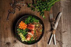 Ein schönes Rezept für feinen Linsensalat mit Schafskäse im Speckmantel. Ein schmackhafter Salat für das ganze Jahr mit besonders würzigem Geschmack.