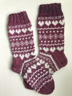 Anin neuleohjeet: Rakkautta ja piikkilankaa -sukat Knit Mittens, Knitting Socks, Fair Isle Knitting Patterns, Warm Socks, Drops Design, Christmas Stockings, Knit Crochet, Sewing, Socks