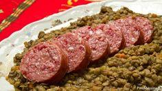 Según la tradición italiana, si el plato se come en el primer día del año se gana mucho dinero, cuanto  las lentejas que una persona come.