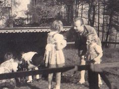 Rühmann Heinz strokes the rabbit that Hilde holds. Beside him, it's Holde, Helga and Helmut in the background.    Bogenesee, summer of 1940.