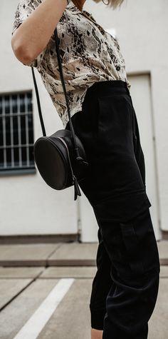 Cargo Hose kombinieren: So stylst du die lässigen Pants German Fashion, Cute Bags, Everyday Fashion, Classy, Style Inspiration, Trending Outfits, Casual, Pants, Beauty