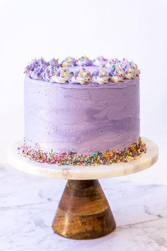 The perfect vanilla layer cake frosted with vegan vanilla buttercream and a lot of colourful sprinkles making it sure to impress whatever the occasion. Round Cake Pans, Round Cakes, Pretty Cakes, Beautiful Cakes, Purple Cakes, Spring Cake, Vanilla Cake, Vanilla Buttercream, Cupcake Cakes