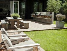 le-gros-pot-de-fleur-le-verte-maison-bois-verande-cour-jardine-peleuse