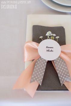 DECONATKA: place cards, escord cards, apricots Wedding, mini jar favor with apricots jam, elegant wedding, guest book on a tree, window guest plan **Wesele Morelowe w Kropki**