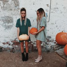 Image about girl in 4 seasons by Talysmant on We Heart It Best Friend Pictures, Bff Pictures, Friend Photos, Tumblr Fall Pictures, Fall Tumblr, Insta Pictures, Pumpkin Patch Pictures, Pumpkin Photos, Autumn Aesthetic