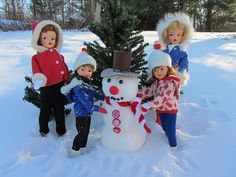 The little girls reveal that Ted had helped them to lift the head onto the snowman. Barbies Pics, Toys In The Attic, Tammy Doll, Barbie Diorama, Valley Of The Dolls, Barbie Dolls, Barbie Stuff, Boxing Day, Christmas Ornaments