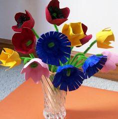 Egg Carton Flowers: An Earth Friendly Flower Bouquet Teacher appreciation week? Homemade Mothers Day Gifts, Mothers Day Crafts, Homemade Gifts, Creative Crafts, Fun Crafts, Crafts For Kids, Paper Crafts, Spring Activities, Craft Activities
