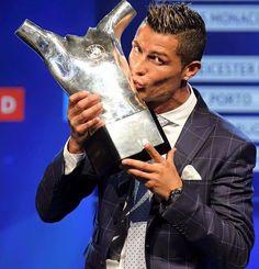 Cristiano Ronaldo supera a concorrência é vence o prêmio de Melhor Jogador da Europa https://angorussia.com/desporto/cristiano-ronaldo-supera-concorrencia-vence-premio-melhor-jogador-da-europa/