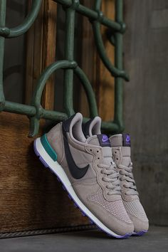 a512c346f5c5 629684 003 3 Nike WMNS Internationalist