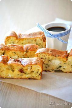 Sausage and feta savoury cake Snack Recipes, Dessert Recipes, Cooking Recipes, Snacks, Greek Cooking, Easy Cooking, Cooking Cake, Appetisers, Savoury Cake