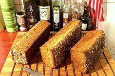 Er der nogen, som allerede har prøvet at bage sit eget brød? Cornbread, Banana Bread, Tofu, Cake Recipes, Food And Drink, Cooking Recipes, Meals, Ethnic Recipes, Food Cakes
