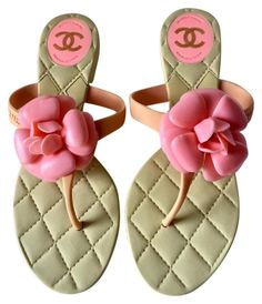 79bcbfd23 Beige Rare Candy Pink Camellia Quilted Insoles Cc Flip Flops (38) Sandals